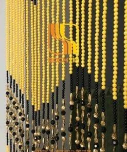 rèm hạt nhựa màu vàng lối đi
